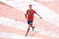 12.05.2018; Football,  2017/2018, Bundesligal, FC Bayern Muenchen - VfB Stuttgart, in Muenchner Allianz-Arena. German Meister FC Bayern Muenchen celebrates . Thomas Mueller *** Local Caption *** © pixathlon<br /> <br /> +++ NED + SUI out !!! +++<br /> Contact: +49-40-22 63 02 60 , info@pixathlon.de