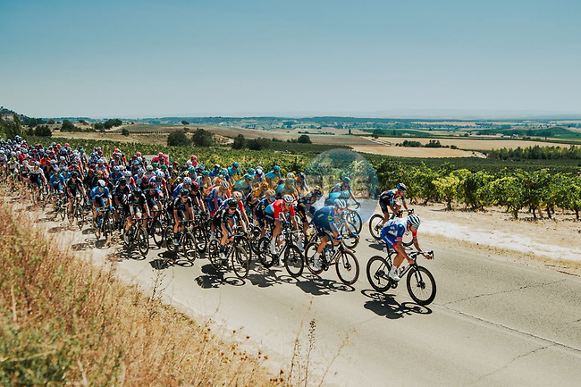 The peloton during Stage 2 of La Vuelta d'Espana 2021, running 166.7km from Caleruega. VIII Centenario de Santo Domingo de Guzmán to Burgos. Gamonal, Spain. 15th August 2021.    <br /> Picture: Cxcling | Cyclefile<br /> <br /> All photos usage must carry mandatory copyright credit (© Cyclefile | Cxcling)