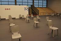 Wartebereich im Impfzentrum - Gross-Gerau 21.12.2020: Impfzentrum Groß-Gerau in der Sporthalle der Martin-Buber Schule