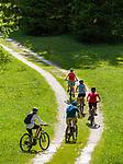 Italy, South Tyrol (Trentino - Alto Adige), Dolomites, near Selva di Val Gardena: mountainbiking at Valley Langental (Vallunga) in Puez-Geisler Nature Park | Italien, Suedtirol (Trentino - Alto Adige), Dolomiten, bei Wolkenstein in Groeden: Mountainbiker im Langental (Vallunga) im Naturpark Puez-Geisler