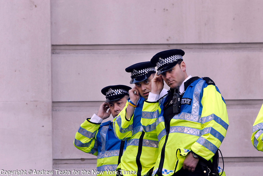 UK. London. 1st April 2009.. police monitor the demonstrations from the bank of REngland.©Andrew Testa for the New York times