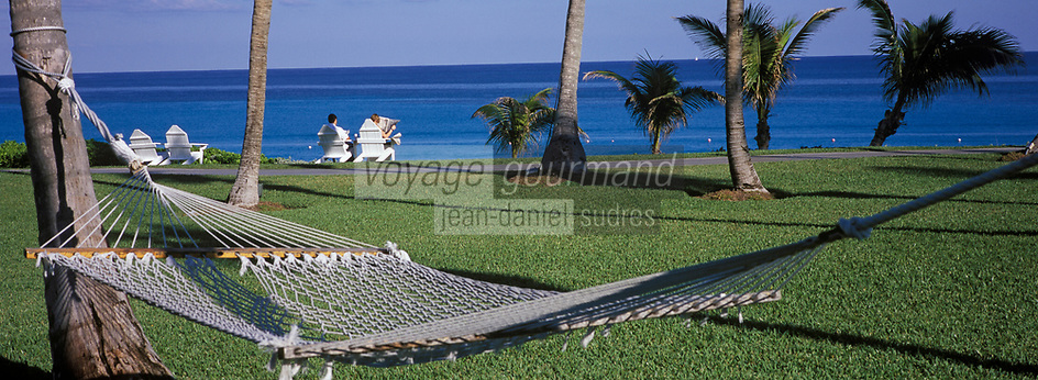"Iles Bahamas / New Providence et Paradise Island / Nassau: Hotel ""One & Only Océan Club"" hamac dans le parc en fond l'océan ://   Bahamas Islands / New Providence and Paradise Island / Nassau: Hotel ""One & Only Ocean Club"" hammock in the park in the ocean bottom"