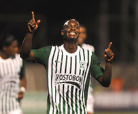 MEDELLêN -COLOMBIA-21-11-2013. John Valoy del Atletico Nacional celebra su gol  contra el Itagui durante partido de los cuadrangulares finales de la Liga Postob—n 2013 realizado en el estadio Polideportivo Sur ./  John Valoy of National Atletico  celebrates his goal against Itagui during the quadrangular match League finals Postob—n 2013 held in Plideportivo Sur  Stadium.  Photo:VizzorImage / Luis Rios / Stringer