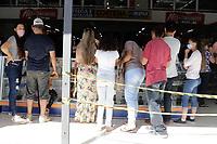 Sumaré (SP), 01/06/2020 - Abertura do comércio - A partir desta segunda-feira (1), parte das atividades comerciais da cidade de Sumaré, interior de São Paulo, voltaram a abrir com horário reduzido e desde que cumpram uma série de regras estabelecidas pela prefeitura, conforme decreto. <br /> A cidade de Sumaré está classificada na fase 2 (zona cor laranja) do plano que prevê a reabertura gradual em cinco fases.<br /> No município,  está liberado a abertura do comércio varejista, escritórios e imobiliárias e concessionárias poderão funcionar das 10h às 14h.  Shopping Center, galerias e estabelecimentos do mesmo ramo também terão de funcionar em horário reduzido, das 16h às 20h.
