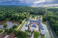 France, Loiret (45), Chilleurs-aux-Bois, château et jardins de Chamerolles (vue aérienne)