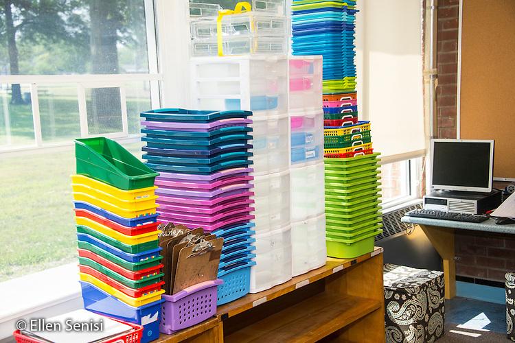 Schenectady, NY. Zoller Elementary School (urban public school). Kindergarten classroom. Piles of containers stacked on bookshelves in classroom. ID: AM-gKw. © Ellen B. Senisi.