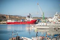 """Im Hafen der Sizilianischen Kleinstadt Porto Empedocle wurden die Rettungsschiffe """"Sea-Watch 3"""" und """"Ocean Viking"""" (im Bild) der privaten Seenotrettungsorganisationen Sea-Watch und SOS Mediterranee, von der italienische Küstenwache im Juli 2020 festgesetzt. Zuvor hatten die Organisationen mit den beiden Schiffen mehrere hundert Menschen vor der libyschen Kueste aus Seenot gerettet. Die italienischen Behoerden versuchen mit der offiziellen Begruendung, """"Sicherheitsmaengel"""", weitere Rettungseinsaetze zu blockieren.<br /> 25.7.2020, Porto Empedocle<br /> Copyright: Christian-Ditsch.de<br /> NUR FUER REDAKTIONELLE ZWECKE! Werbung nur auf Anfrage beim Fotografen. [Inhaltsveraendernde Manipulation des Fotos nur nach ausdruecklicher Genehmigung des Fotografen. Vereinbarungen ueber Abtretung von Persoenlichkeitsrechten/Model Release der abgebildeten Person/Personen liegen nicht vor. NO MODEL RELEASE! Don't publish without copyright Christian-Ditsch.de, Veroeffentlichung nur mit Fotografennennung, sowie gegen Honorar, MwSt. und Beleg. Konto: I N G - D i B a, IBAN DE58500105175400192269, BIC INGDDEFFXXX, Kontakt: post@christian-ditsch.de<br /> Bei der Bearbeitung der Dateiinformationen darf die Urheberkennzeichnung in den EXIF- und  IPTC-Daten nicht entfernt werden, diese sind in digitalen Medien nach §95c UrhG rechtlich geschuetzt. Der Urhebervermerk wird gemaess §13 UrhG verlangt.]"""