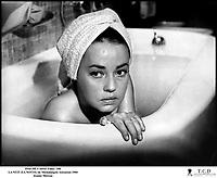 Prod DB © Silver Films / DR<br /> LA NUIT (LA NOTTE) de Michalangelo Antonioni 1960 ITA<br /> avec Jeanne Moreau<br /> baignoire, bain
