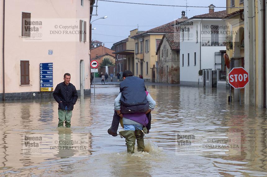 - the Arena Po village (Pavia) flooded by the Po river....- il paese di Arena Po (Pavia) allagato dalla piena del fiume Po