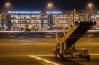 Mit 9 Jahren Verspaetung wurde am 31. Oktober 2020 der Flughafen Berlin-Brandenburg BER in Schoenefeld eroeffnet.<br /> Im Bild: Blick auf das Terminal 1-2 von der Landebahn aus. Vorne Gepaeckfoerderbaender.<br /> 31.10.2020, Schoenefeld<br /> Copyright: Christian-Ditsch.de