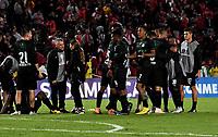 BOGOTÁ - COLOMBIA, 23-10-2018: Los jugadores de Deportivo Cali (COL), celebran el empate con Independiente Santa Fe (COL), al final de partido de ida entre Independiente Santa Fe (COL) y Deportivo Cali (COL), de los cuartos de final, S1 por la Copa Conmebol Sudamericana 2018, en el estadio Nemesio Camacho El Campin, de la ciudad de Bogotá. / The players of Deportivo Cali (COL), celebrate the tie with Independiente Santa Fe (COL), at the end of a match of the first leg between Independiente Santa Fe (COL) and Deportivo Cali (COL), of the quarterfinals, S1 for the Conmebol Sudamericana Cup 2018 in the Nemesio Camacho El Campin stadium in Bogota city. Photo: VizzorImage / Luis Ramírez / Staff.