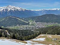 Blick auf Seefeld von der Rosshütte aus - Seefeld 28.05.2021: Trainingslager der Deutschen Nationalmannschaft zur EM-Vorbereitung