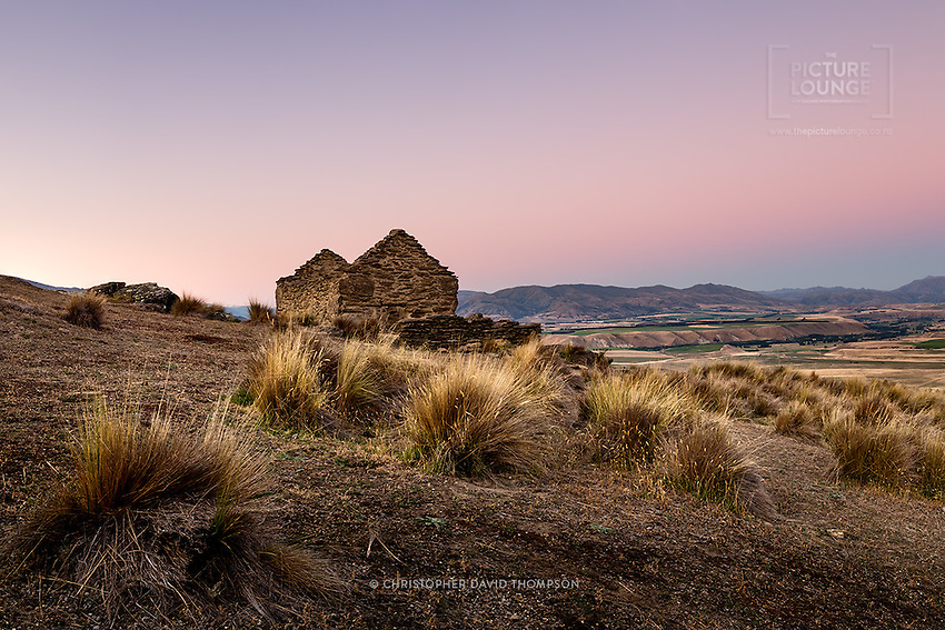 A beautiful spot steeped in the gold mining histories of New Zealand, Wanaka based Landscape Photographer Christopher Thompson so wonderfully captured the settling colours of dusk over the Clutha basin.