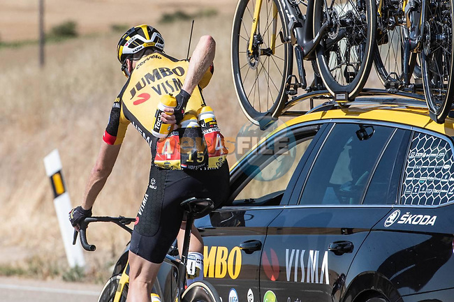 Water bottle duty for Lennard Hofstede (NED) Jumbo-Visma during Stage 2 of La Vuelta d'Espana 2021, running 166.7km from Caleruega. VIII Centenario de Santo Domingo de Guzmán to Burgos. Gamonal, Spain. 15th August 2021.    <br /> Picture: Unipublic/Charly Lopez | Cyclefile<br /> <br /> All photos usage must carry mandatory copyright credit (© Cyclefile | Unipublic/Charly Lopez)