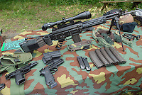 -  Mountain brigade Julia, 8th regiment, training of the sharpshooters, modified Beretta guns and accessories, assault rifle Beretta 70/90<br /> <br /> - Brigata Alpina Julia, 8° reggimento, addestramento dei tiratori scelti, pistole Beretta modificate e accessori, fucile d'assalto Beretta  AR 70/90