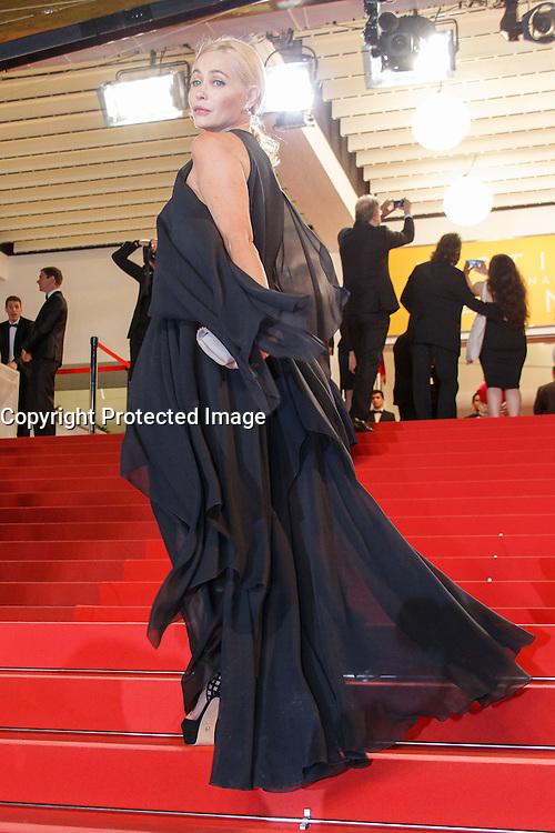 Emmanuelle Beart arrive sur le tapis rouge pour la projection du film 'Juste la fin du monde' lors du 69ème Festival du Film à Cannes le jeudi 19 mai 2016.