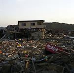 On March 11, 2011, earthquake of magnitude 9.0 and devastating tsunami hit the Tohoku area, killing more than 15,000 people and missing more than 5,000 people. The whole town of Rikuzentakata, Iwate.<br /> <br /> Le 11 mars 2011, un séisme de magnitude 9,0 et un tsunami dévastateur ont frappé la région de Tohoku, faisant plus de 15 000 morts et plus de 5 000 disparus. Toute la ville de Rikuzentakata, Iwate.