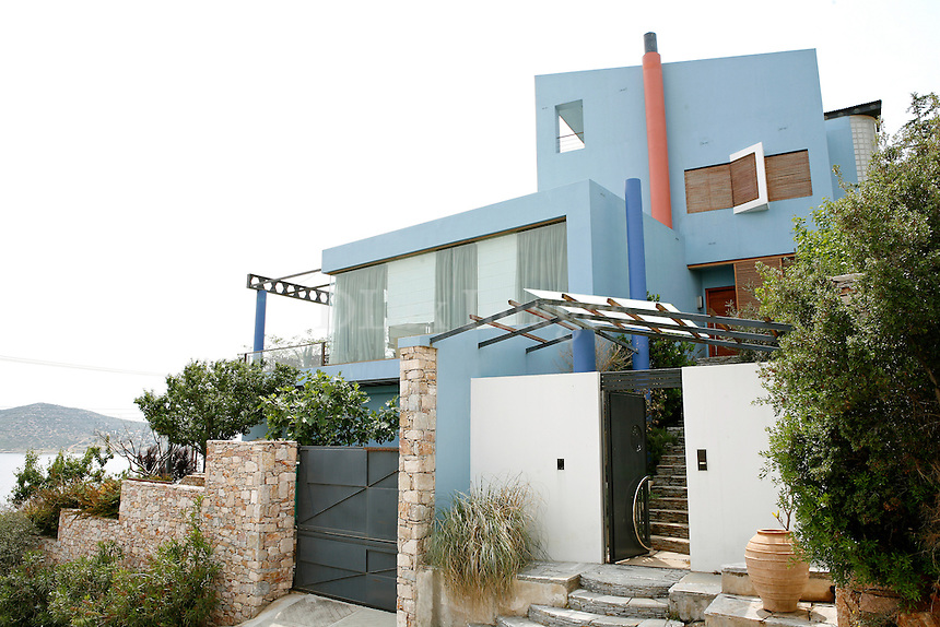 Porto Rafti in Greece was the owner's first choice as it was the place where he spent the holidays at his childhood. The three-storey house with the amazing sea view is characterized by its clean architecture and the principles of modern aesthetics.