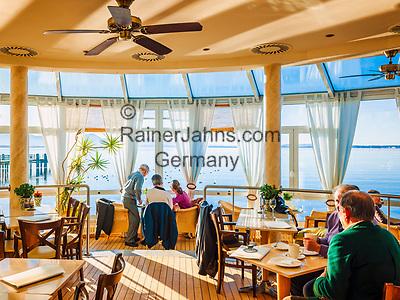 Deutschland, Bayern, Chiemgau, Chieming am Chiemsee: beliebtes Restaurant und Café 'Haus am See'   Germany, Bavaria, Chiemgau, Chieming at Lake Chiemsee: popular place  restaurant and café 'Haus am See'