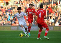 Saturday 10 November 2012<br /> Pictured L-R: Ki Sung Yueng of Swansea against Gaston Ramirez and Morgan Schneiderlin of Southampton.<br /> Re: Barclay's Premier League, Southampton FC v Swansea City FC at St Mary's Stadium, Southampton, UK.