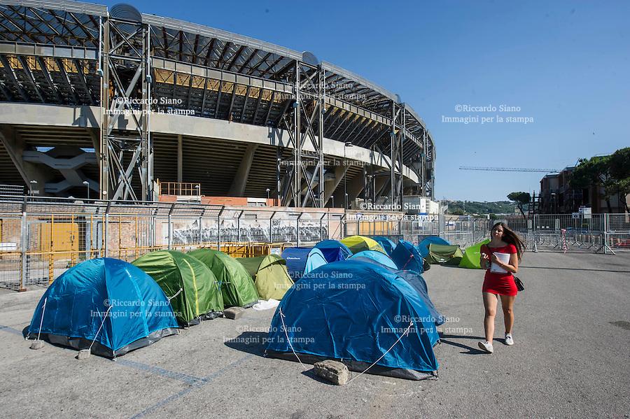 - NAPOLI 1 LUG - Vasco Rossi   in concerto al San Paolo di Napoli il 3 luglio  ma già da qualche ora alcuni fan si sono accampati all'esterno dello stadio