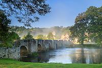 France, Creuse (23), Moutier-d'Ahun, pont roman sur la Creuse // France, Creuse, Moutier-d'Ahun, romanesque bridge over the Creuse