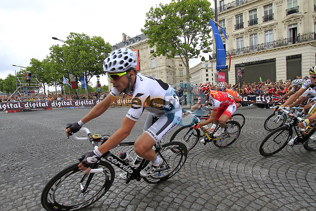 Jeremy Hunt (ENG) Cervelo Test Team leads the chasing peloton first time around the Arc de Triomphe hairpin during the final Stage 20 of the 2010 Tour de France running 102.5km from Longjumeau to Paris Champs-Elysees, France. 25th July 2010.<br /> (Photo by Eoin Clarke/NEWSFILE).<br /> All photos usage must carry mandatory copyright credit (© NEWSFILE | Eoin Clarke)