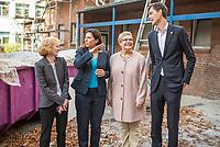Die Berliner Schulsenatorin Sandra Scheeres besuchte am Freitag den 19. Oktober 2018 zusammen mit dem Bezirksbuergermeister von Neukoelln, Martin Hikel, und der Bildungsstadtraetin Karin Korte die Karl-Weise-Grundschule im Bezirk Neukoelln, um sich ein Bild von den Sanierungsmassnahmen zu machen. Fuer die Schulkinder sind fuer die Dauer der Bauarbeiten an dem 1093 gebauten Toilettenpavillon WC-Container aufgestellt worden.<br /> Das Land Berlin investiert in den kommenden Jahren 5,5 Milliarden Euro in die Sanierung und in den Bau von Schulgebaeuden.<br /> Im Bild vlnr.: Andrea Schwenn, Schulleiterin; Sandra Scheeres, Bildungssenatorin; Karin Korte, Bildungsstadtraetin; Martin Mikel, Bezirksbuergermeister.<br /> 19.10.2018, Berlin<br /> Copyright: Christian-Ditsch.de<br /> [Inhaltsveraendernde Manipulation des Fotos nur nach ausdruecklicher Genehmigung des Fotografen. Vereinbarungen ueber Abtretung von Persoenlichkeitsrechten/Model Release der abgebildeten Person/Personen liegen nicht vor. NO MODEL RELEASE! Nur fuer Redaktionelle Zwecke. Don't publish without copyright Christian-Ditsch.de, Veroeffentlichung nur mit Fotografennennung, sowie gegen Honorar, MwSt. und Beleg. Konto: I N G - D i B a, IBAN DE58500105175400192269, BIC INGDDEFFXXX, Kontakt: post@christian-ditsch.de<br /> Bei der Bearbeitung der Dateiinformationen darf die Urheberkennzeichnung in den EXIF- und  IPTC-Daten nicht entfernt werden, diese sind in digitalen Medien nach §95c UrhG rechtlich geschuetzt. Der Urhebervermerk wird gemaess §13 UrhG verlangt.]