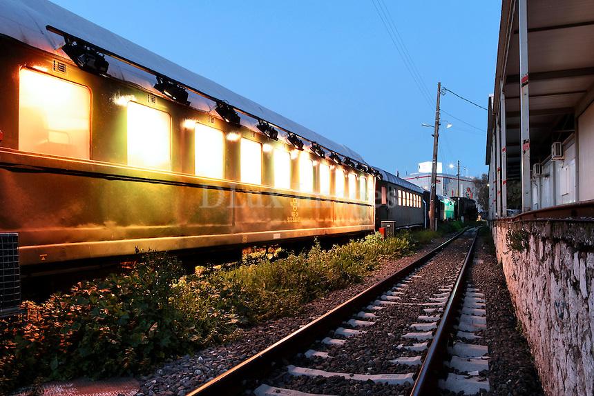 old train wagons