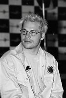 Jacques Villeuneuve en conference de presse durant le week end de la Formule Un, juin 1999 (date exacte inconnue), NOTE : Lorsque requis la photo commandée sera recadrée et ajustée parfaitement.