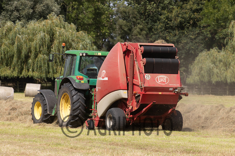 13-8-2021 Baling hay in Lincolnshire <br /> ©Tim Scrivener Photographer 07850 303986<br />      ....Covering Agriculture In The UK....