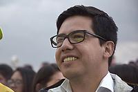 BOGOTA - COLOMBIA, 27-05-2018: Sergio fernandez, miembro del equipo de Sergio Fajardo esperando por los resultados. Las elecciones presidenciales de Colombia de 2018 se celebrarán el domingo 27 de mayo de 2018. El candidato ganador gobernará por un periodo máximo de 4 años fijado entre el 7 de agosto de 2018 y el 7 de agosto de 2022. / Sergio Fernandez, member of the Sergio Fajardo team, waiting for the results. Colombia's 2018 presidential election will be held on Sunday, May 27, 2018. The winning candidate will govern for a maximum period of 4 years fixed between August 7, 2018 and August 7, 2022. Photo: VizzorImage / Nicolas Aleman / Cont
