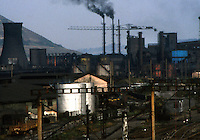 Copsa Mica / Romania 1990.Città industriale della Romania nota per l'inquinamento dovuto alle emissioni dell'industria pesante. Le conseguenze sulla popolazione sono gravissime. L'alta percentuale di piombo causa gravi menomazioni nei bambini e malattie negli adulti. L'aspettativa di vita è di 63 anni..Foto Livio Senigalliesi..Copsa Mica / Romania 1990.Copsa Mica was one of Europe's most polluted towns in the 1990s and remains the most polluted town in Romania to this day. Serious consequences for the health of the population are evident. .Out of 2,972 people tested in the area, 1,570 showed symptoms of lead poisoning. Newborn children have twice the safe levels of lead in their bodies. Since 1983, 2,000 people have been hospitalized for lead poisoning. A few patients have been paralyzed because their brains were full of lead. 96% of children aged between two and 14 have chronic bronchitis and respiratory problems. The life expectancy in this town is nine years below the national average of 63 years. Photo Livio Senigalliesi.