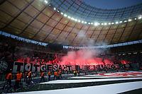 19.05.2018, Olympiastadium, Berlin, GER, DFB-Pokal, Finale FC Bayern Muenchen vs Eintracht Frankfurt<br /> , <br />Bengalische Feuer Frankfurter Block *** Local Caption *** © pixathlon<br /> Contact: +49-40-22 63 02 60 , info@pixathlon.de