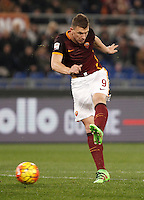 Calcio, Serie A: Roma vs Frosinone. Roma, stadio Olimpico, 30 gennaio 2016.<br /> Roma's Edin Dzeko kicks the ball during the Italian Serie A football match between Roma and Frosinone at Rome's Olympic stadium, 30 January 2016.<br /> UPDATE IMAGES PRESS/Isabella Bonotto