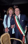 MONICA VITTI CON ALBERTO SORDI<br /> GLI 80 ANNI DI ALBERTO SORDI <br /> NOMINATO PER L'OCCASIONE SINDACO DI ROMA PER UN GIORNO - 15 GIUGNO 2000