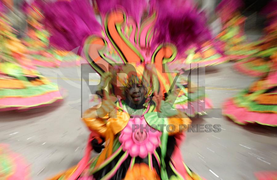 SÃO PAULO, SP, 05 DE MARÇO DE 2011 - CARNAVAL 2011 / MOCIDADE ALEGRE - Integrante da Mocidade Alegre, no segundo dia dos desfiles as escolas do Grupo Especial de São Paulo, no Sambódromo do Anhembi, zona norte da capital paulista, na noite deste sábado (05). (FOTO: ALE VIANNA/ NEWS FREE)