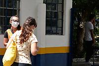 PORTO ALEGRE, RS, 23/01/2021 - PROVA - ENEM 2021 - Movimentação dos candidatos durante a realização da segunda prova do ENEM 2021, Escola Técnica Estadual Parobé, em Porto Alegre, neste domingo (24)