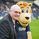 Hearts' manager John McGlynn is welcomed backed to Starks Park by Rory the Lion