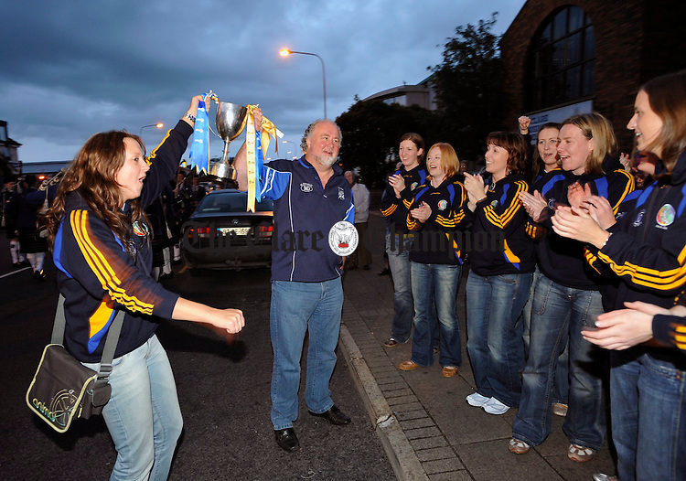 Sharon Mc Mahon and sponsor Martin Donnelly holding the cup as the Clare junior team arrive in Ennis for their civic reception. Photograph by John Kelly.