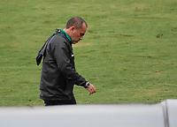 TULUA - COLOMBIA, 29-04-2021: Jaime de la Pava técnico del Cortuluá gesticula durante partido por la fecha 3, cuadrangulares semifinales, como parte del Torneo BetPlay DIMAYOR I 2021 entre Cortuluá y Fortaleza CEIF jugado en el estadio Doce de Octubre de la ciudad de Tuluá. / Jaime de la Pava coach of Cortulua gestures during a match for the date 3, semifinal home runs, as part of BetPlay DIMAYOR Tournament I 2021 between Cortulua and Fortaleza CEIF played at Doce de Octubre stadium in Tulua city. Photo: VizzorImage / Juan Jose Horta / Cont