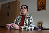 Portraits von Menschen, die mit einschneidenden persönlichen Ereignissen im Krieg in der Ostukraine leben müssen. Natalja Dubtschak hat ihren Sohn Olexander Jeroschenkoim Krieg in der Ostukraine verloren. Für sie war Olexanders Tod war nicht umsonst, weil er für die richtige Sache gelämpft hat.