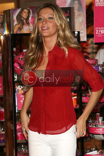 Gisele Bundchen<br />sharing the Angels favorite holiday gift picks. Victoria's Secret Store, Hollywood, CA. 11-15-06<br />Dave Edwards/DailyCeleb.com 818-249-4998