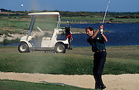 Europe/France/Bretagne/56/Morbihan/Presqu'île de Rhuys/Saint-Gildas-de-Rhuys: Golf de Rhuys Kerver  Golfeur en action sur le green [Non destiné à un usage publicitaire - Not intended for an advertising use]