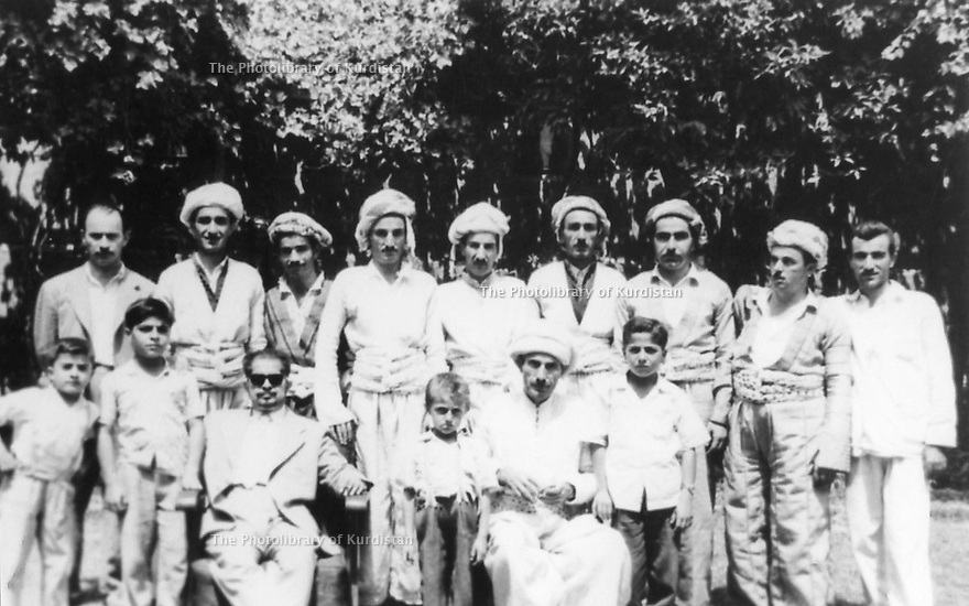Irak 1958.Bagdad: au premier rang de droite a gauche, Masoud Barzani, Sheikh Ahmed,Imad Barzani, Sheikh Latif, Saber Barzani , Abdel Rahim Saleh Barzani.Iraq 1958.Baghdad: Sheikh Ahmed Barzani  with his family<br /> in front, right, Masoud Barzani,Sheikh Ahmed, Imad Barzani, Sheikh Latif, Saber Barzani and Abdel Rahim Saleh Barzani