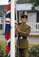 - Royal Army, 6th rifle Gurka Regiment, flag raising....- Royal Army, sesto reggimento fucilieri Gurka, alzabandiera