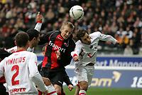 Michael Thurk (Eintracht Frankfurt) im Kopfballduell mit Arnold Jan Bruggink (Hannover 96), vl+++ Eintracht Frankfurt vs. Hannover 96, 03.03.2007, Commerzbak Arena Frankfurt +++ Marc Schueler, Am Wolfsberg 11, 64569 Nauheim, 0151/11654988 +++ Bild ist honorarpflichtig. Marc Schueler, Kreissparkasse Grofl-Gerau, BLZ: 50852553, Kto.: 8047714