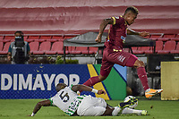 IBAGUE - COLOMBIA, 30-03-2021: Jose Ortiz del Tolima disputa el balón con Geisson Perea de Nacional durante partido entre Deportes Tolima y Atlético Nacional por la fecha 16 como parte de la Liga BetPlay DIMAYOR I 2021 jugado en el estadio Manuel Murillo Toro de la ciudad de Ibagué. / Jose Ortiz of Tolima struggles the ball with Geisson Perea of Nacional during match between Deportes Tolima and Atletico Nacional for the date 16 as part of BetPlay DIMAYOR League I 2021 played at Manuel Murillo Toro stadium in Ibague. Photo: VizzorImage / Joan Orjuela / Cont