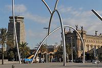 - Barcelona, Port Vell district, Edificio Colòn skyscraper (left) and ancient customs building....- Barcellona, quartiere di Port Vell, grattacielo Edificio Colòn (sin.) e antico palazzo delle dogane