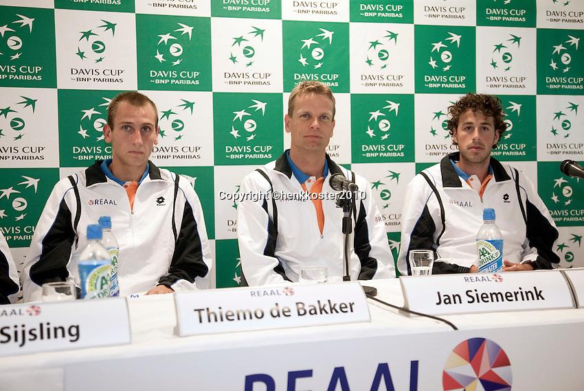 05-05-10, Tennis, Zoetermeer, Daviscup Nederland-Italie, Persconferentie, vlnr: kopman Jesse Huta Galung, captain Jan Siemerink, en Robin Haase